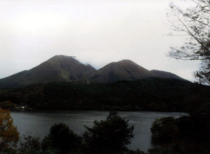 800px-Mt__Sanbe_and_Ukinuno_pond.jpg